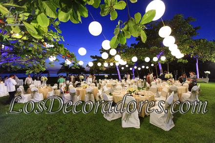 Boda al Aire Libre , Los Sueños Resort Marriott , Iluminación con lámparas Chinas , Jardín